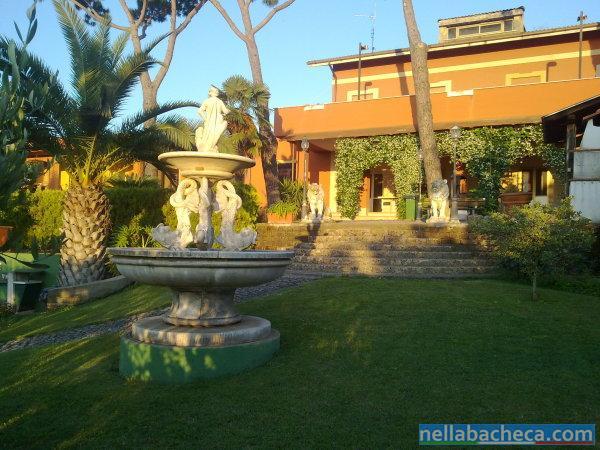 Villa con 4 appartamenti lazio ardea vendita case for Case con 4 camere da letto con seminterrato finito in vendita