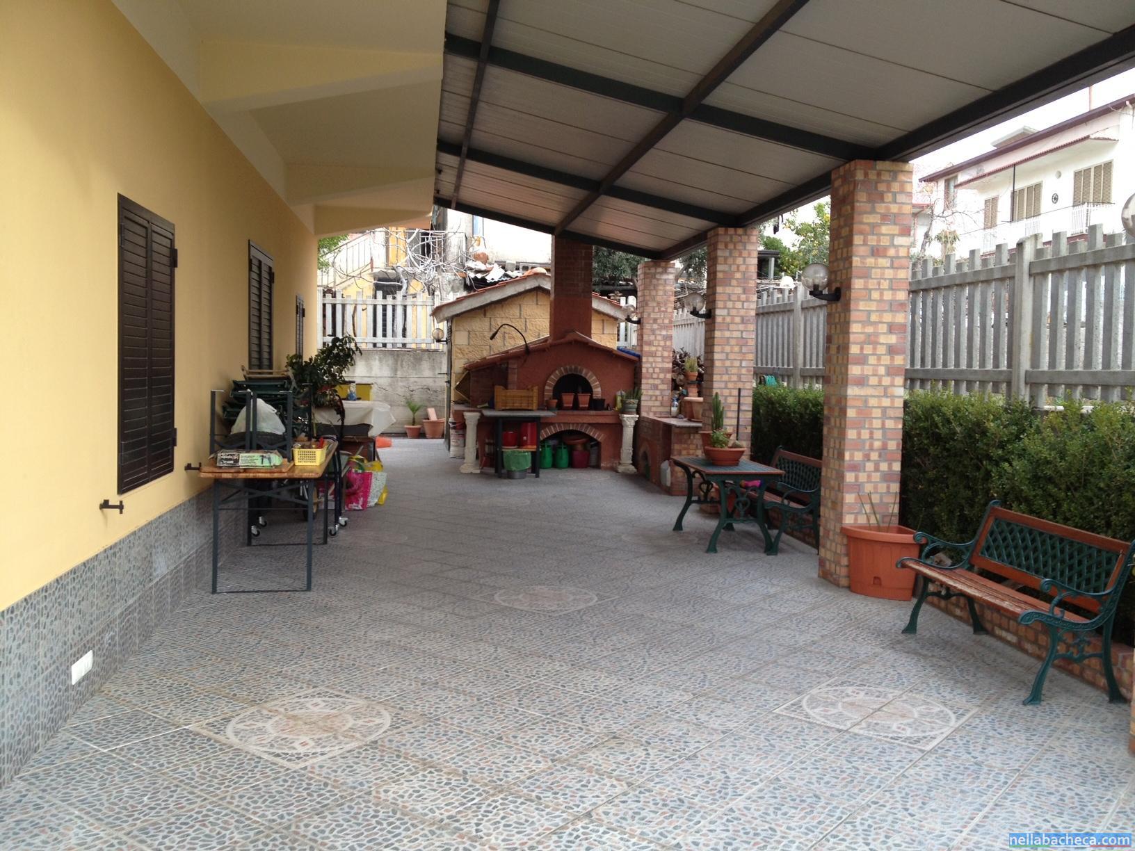 Villa in via albania calabria mirto crosia vendita case for Piani portico gratuiti
