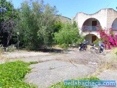 Villetta Bifamiliare con 2 Appartamenti e Giardino