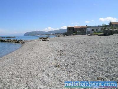 Da casa a mare a piedi nudi: Bilocali costa tirrenica siciliana