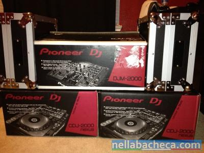2x Pioneer CDJ-2000 Nexus + 1x DJM900 Nexus