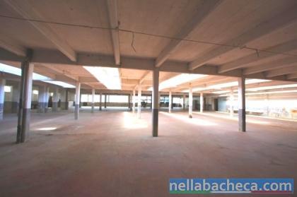 Loft primi 900 in area industriale per servizi fotografici e video.
