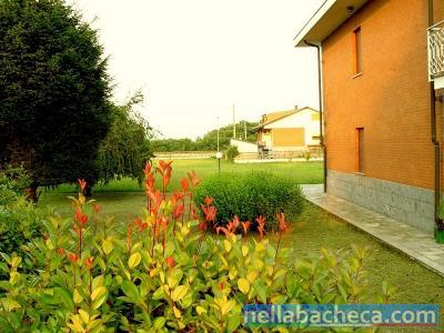 Villa indipendente 2000 mq. giardino e 2500 mq. terreno edificabile vendesi.
