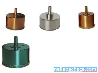 Stock articoli da ferramenta per piastrellisti e idraulica